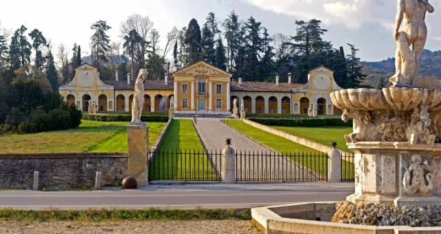 Book a stay in our 4 star hotel and discover the most beatuiful palladian villas near Treviso