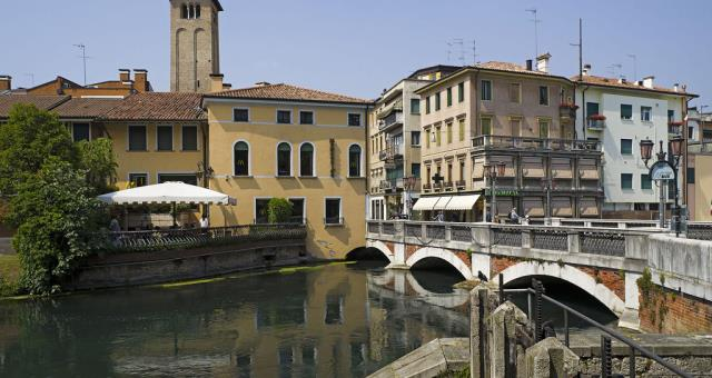 Discover the historic center of Treviso and its monuments, book your stay at the BW Titian Inn Hotel Treviso 4 stars